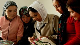 """振兴乡村 妇女从""""家门口""""就业起步"""